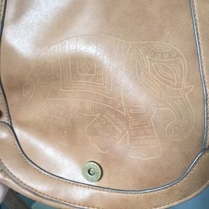 Bags - Tan purse with elephant